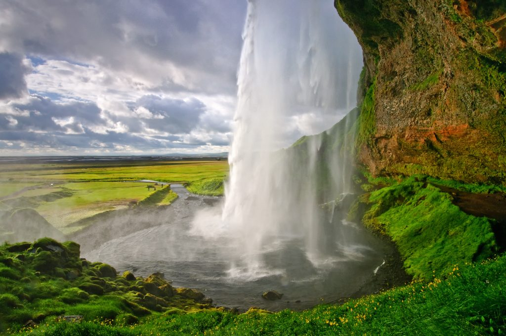 アイスランド Seljalandsfoss - The Falls of Iceland shutterstock_119901172