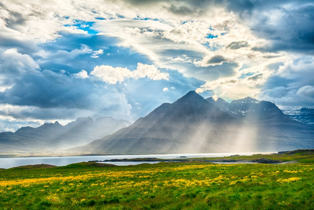 アイスランド Sun is shining through the clouds on the fjord on the Iceland shutterstock_147167321