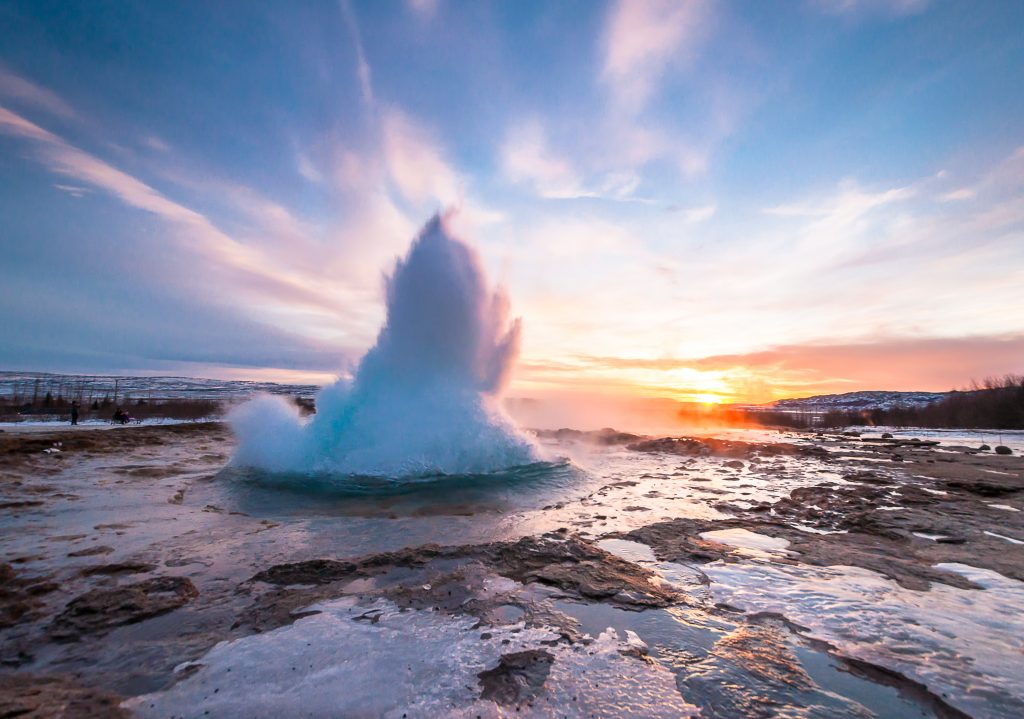 アイスランド  Eruption of Strokkur geyser in Iceland. Winter cold colors, sun lighting through the steam   shutterstock_364612373