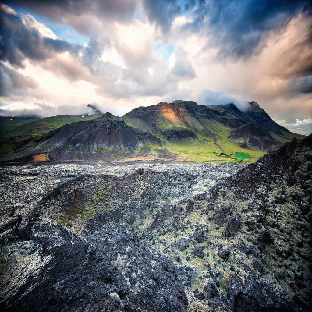 アイスランド Icelandic landscapes with wolcano and dramatic sky shutterstock_311916587 (1)